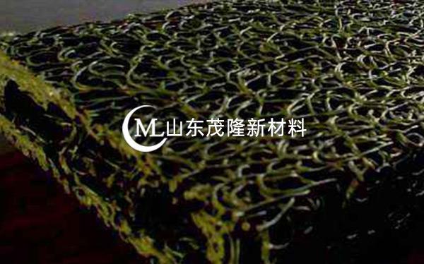 《贵州江玉高速公路》土工布、方形盲沟施工