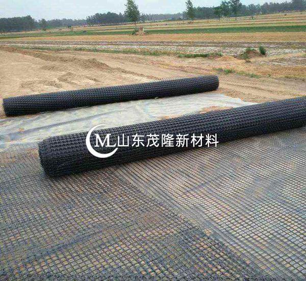 土工格栅及碎石垫层施工