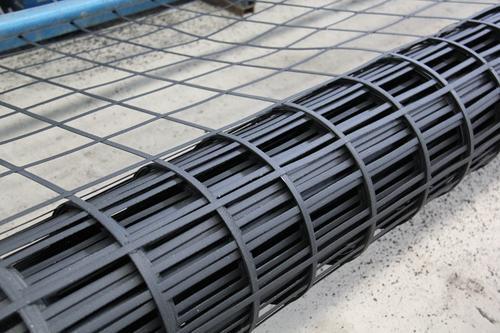 土工格栅在控制道路路基变形方面有大用处