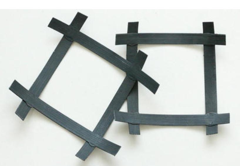 双向土工格栅的孔隙大小对施工体的界面强度有影响吗?