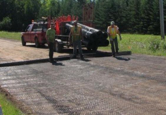 土工格栅在路面施工中的应用有什么作用?  第1张