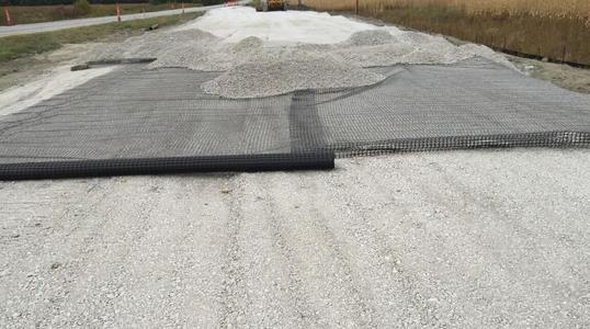 土工格栅对泥沼软土地基的承载力分析